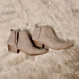 Old Navy Cream Ankle Boot Booties